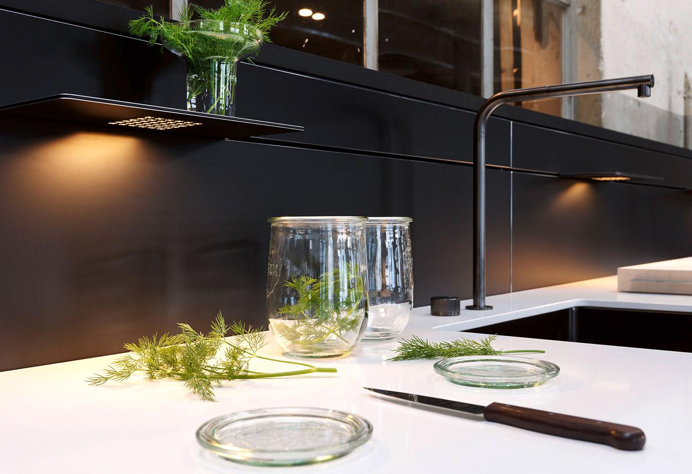 Die Lichtborde aus Aluminium sind mit LED-Technik ausgestattet und lassen sich frei verschieben.