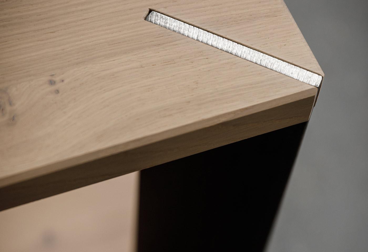 Einfache Formen bei der Eicheholzbank für den modernen Familientisch
