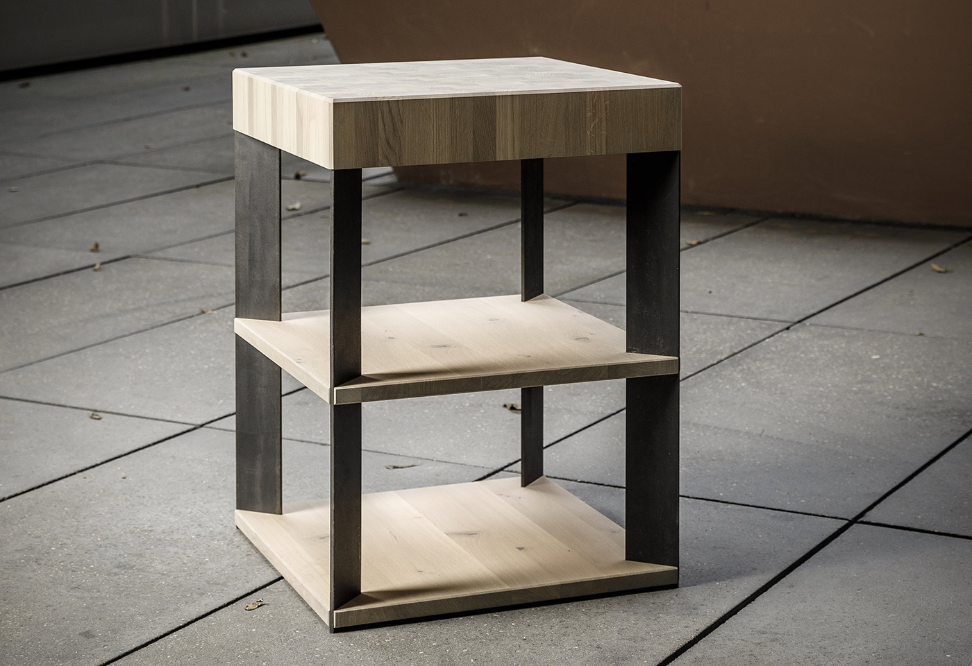 3-stufiges Stahl-Holzregal in kubischen Stil